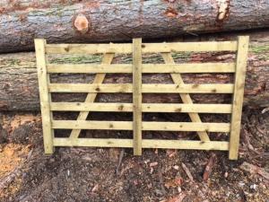 Fårgrind i tryckimpregnerat trä