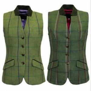 Snygg tweedväst för damer från brittiska Game. Lite djärvare i färgerna och en tydligt feminin modell.