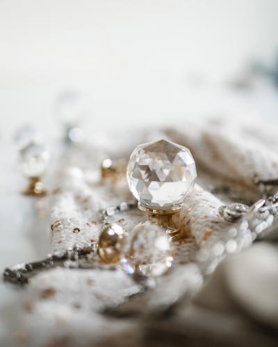 Knopp med kristall och guldpläterad fot