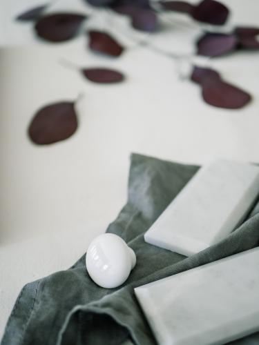 Köksinspiration med porslinsknoppar och marmorkakel