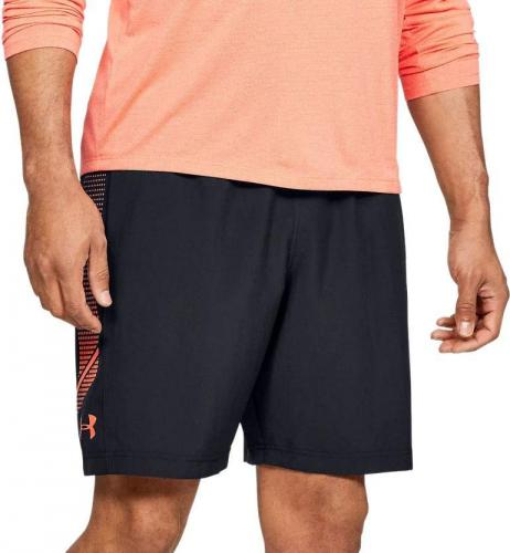 UNDER ARMOUR: WOVEN GRAPHIC SHORTS - SVART/ORANGE