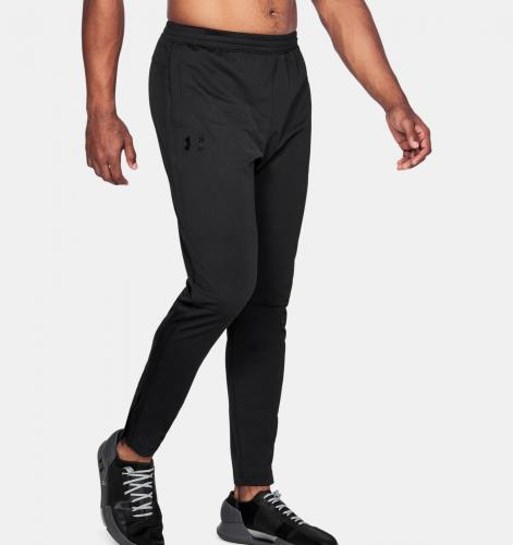 UNDER ARMOUR: SPORTSTYLE PIQUE TRACK PANT - SVART/SVART