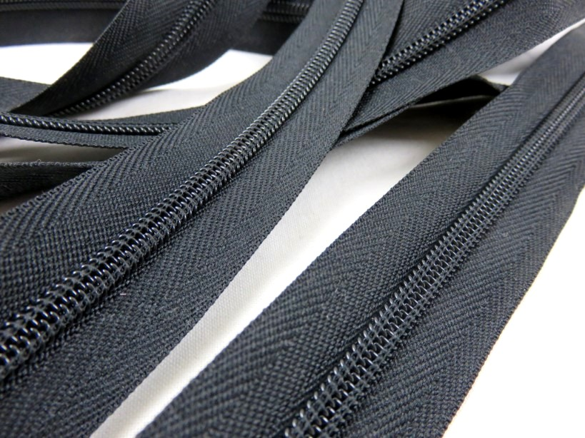 207 Continuous Coil Zipper Tape 6 mm black