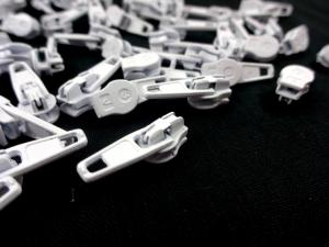 208 Zipper Slider for Continuous Zipper 208 and D201 white matte