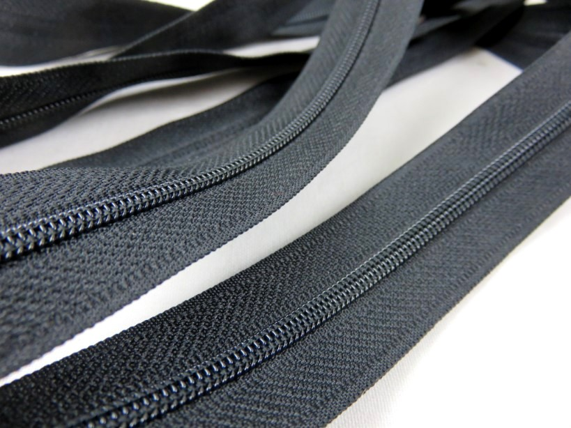 208 Continuous Coil Zipper Tape 4 mm black