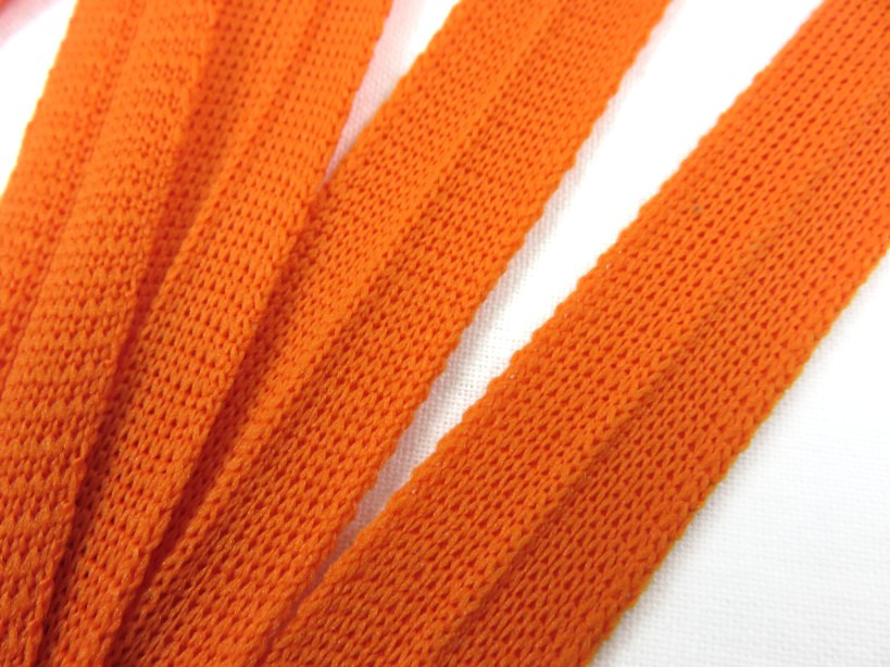 B123 Stickat kantband 15 mm orange