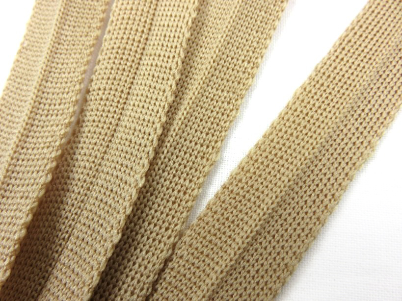 B123 Stickat kantband 15 mm beige