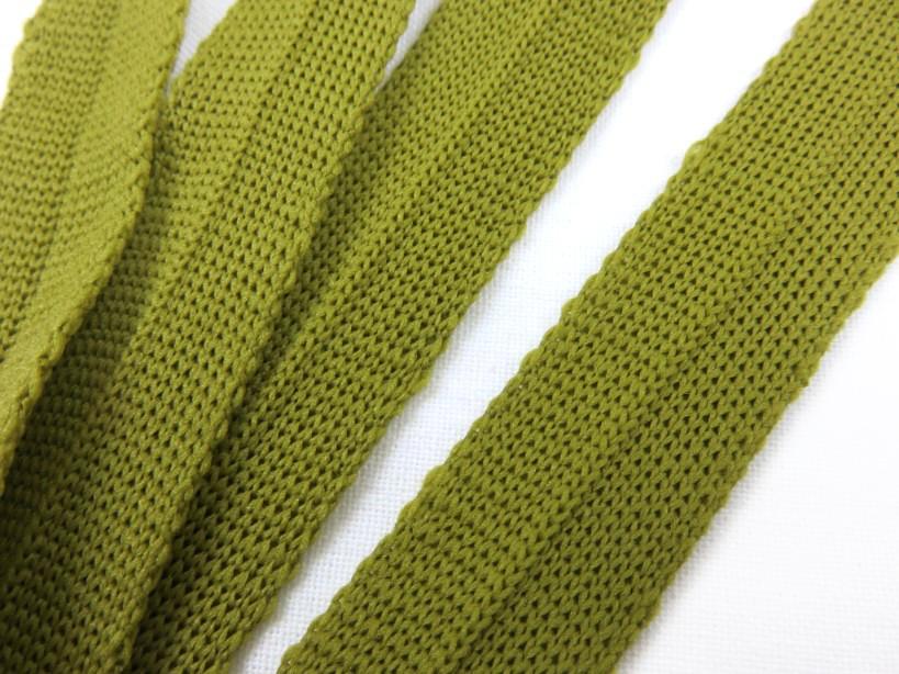 B123 Stickat kantband 15 mm gröngul