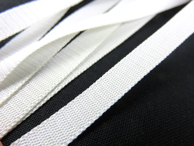 B140 Polyesterband 8 mm vit (50 m)