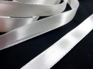B163 Satin Ribbon 10 mm white