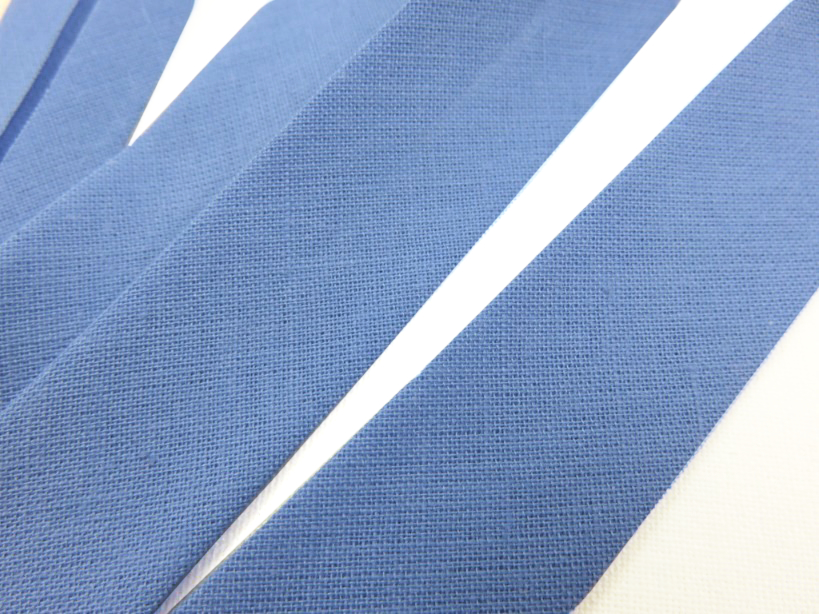 B299 Snedslå bomull 20 mm mellanblå (20 m)