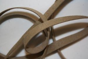 B330 Fuskmoccaband 8 mm beige (1,7 + 1,8 m)
