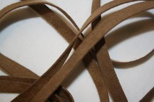 B330 Faux Suede Tape 8 mm brown (9,8 m)