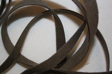 B330 Fuskmoccaband 8 mm brun (2 + 2,3 m)