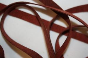 B330 Faux Suede Tape 8 mm red (1,7 + 1,7 m)