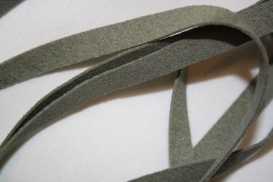 B330 Faux Suede Tape 8 mm green (1,7 + 1,8 m)