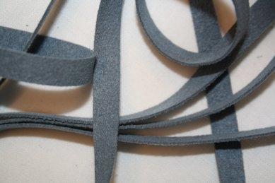 B330 Fuskmoccaband 8 mm ljusblå (2 + 2 m)