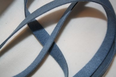 B330 Fuskmoccaband 8 mm blå (6,6 m)