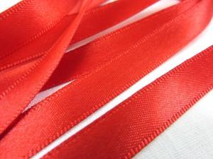 B349 Satinband 10 mm röd (50 m)