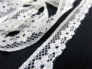 B420 Lace Trim Flowers 13 mm offwhite