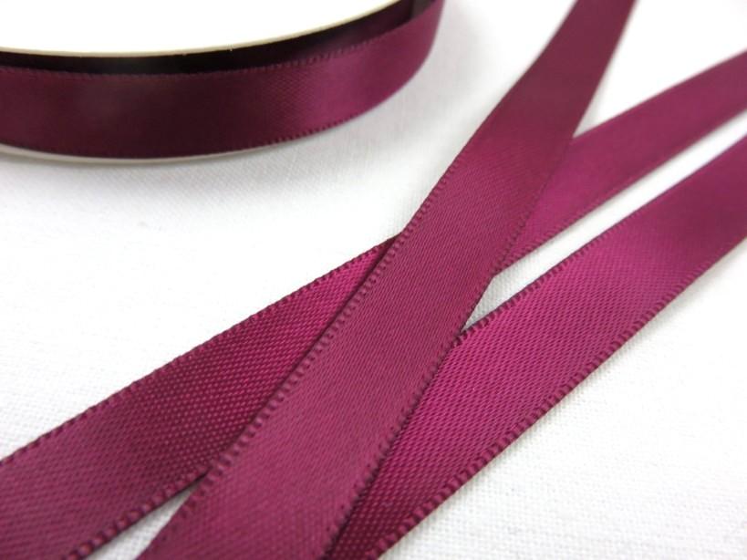 B426 Satinband 10 mm vinröd (10 m)
