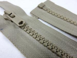 D066 Plastic Zipper 46 cm Salmi One-way Separating beige