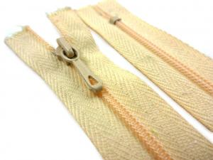 D072 Coil Zipper 12 cm Closed End light beige