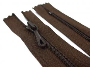 D072 Coil Zipper 12 cm Closed End dark brown