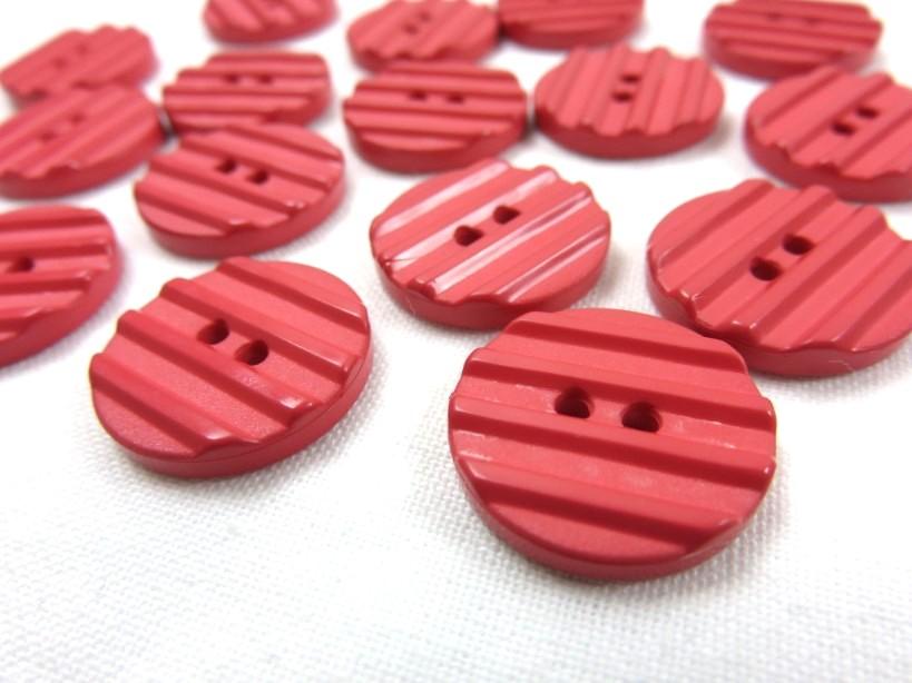 K001 Knapp 18 mm röd med ränder