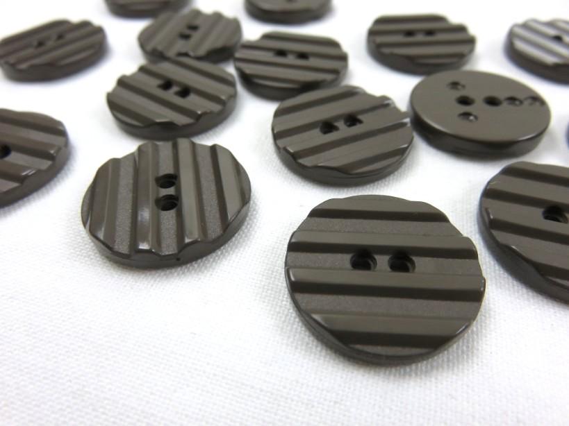 K001 Knapp 20 mm brun med ränder