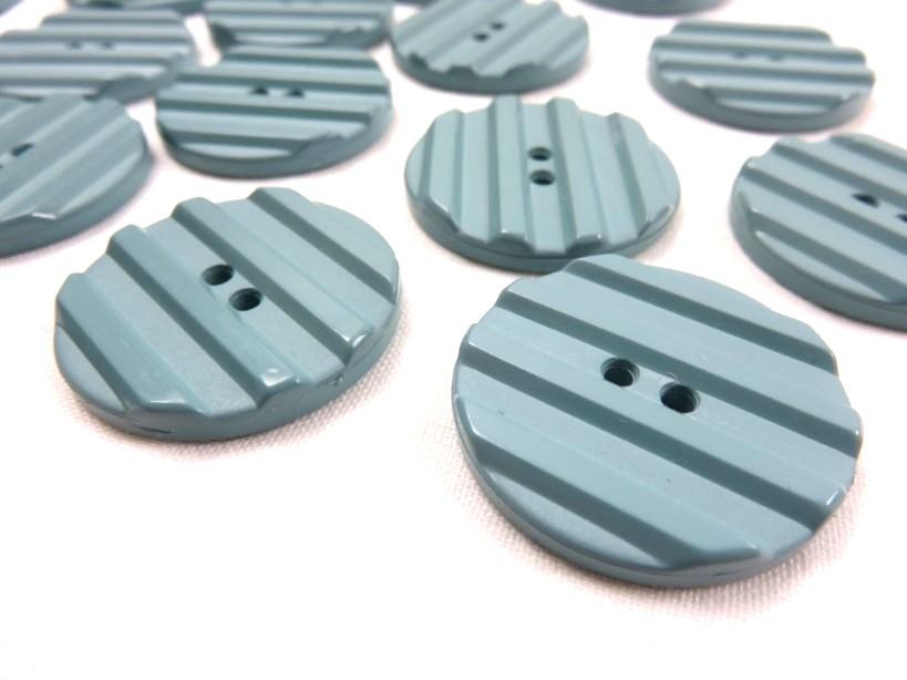 K001 Plastic Button 30 mm Stripe green