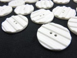 K001 Knapp 34 mm vit med ränder
