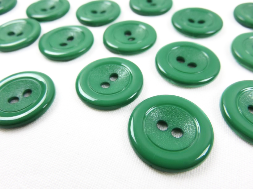 K002 Plastic Button 18 mm green