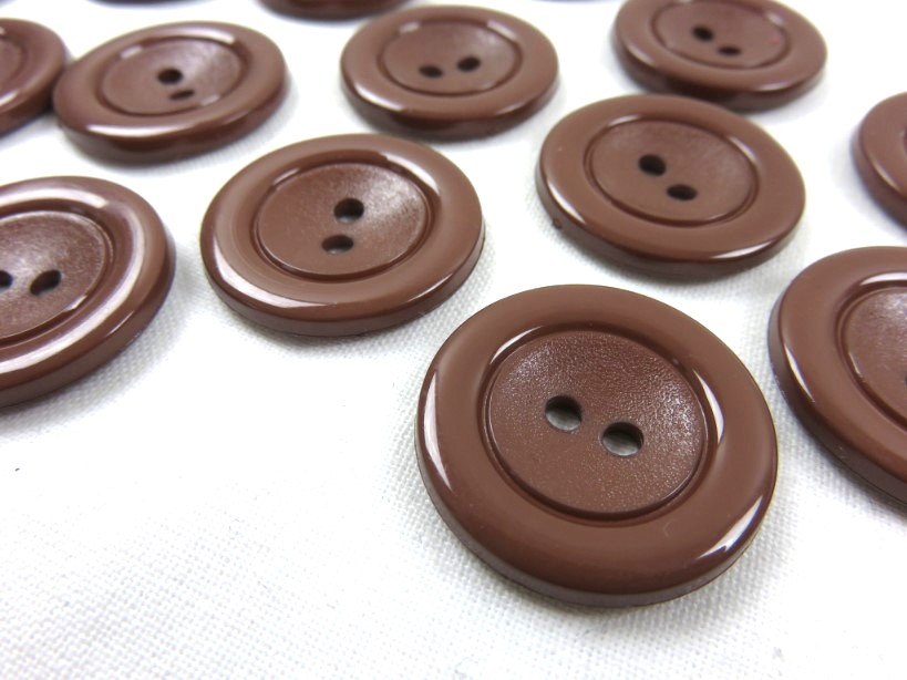K002 Knapp 24 mm brun