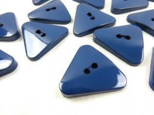 K003 Knapp 28 mm trekant mörkblå
