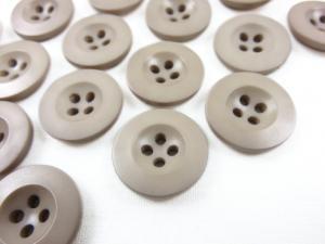 K008 Knapp 18 mm beige