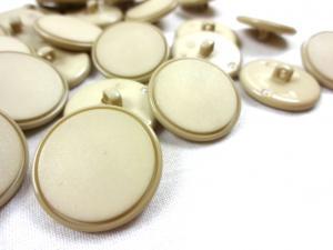 K023 Knapp 23 mm beige