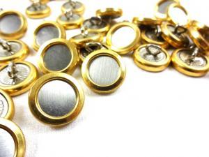 K127 Knapp metall 17 mm guld/silver