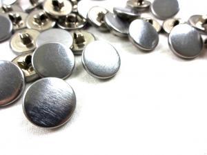 K134 Knapp metall 15 mm silver