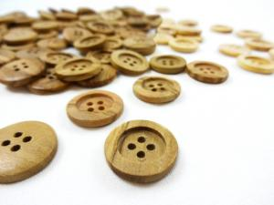 Olive wood button 18 mm