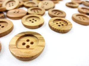 Olive wood button 20 mm