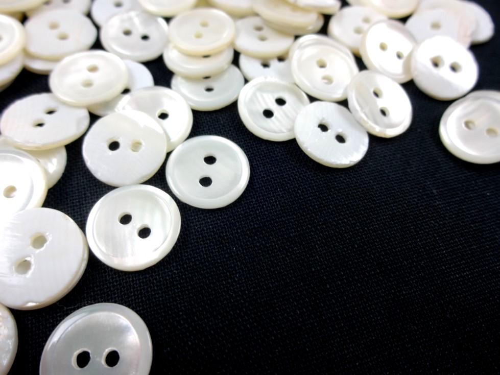 K305 Knapp pärlemor 11 mm vintervit