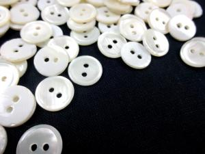 K305 Button Mother of Pearl 11 mm offwhite