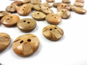 K803 Wood Button with Squares 15 mm