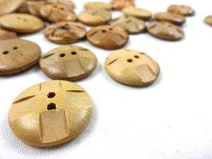 K803 Wood Button with Squares 22 mm
