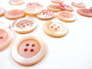 K904 Tinted Mother of Pearl Button 23 mm light pink