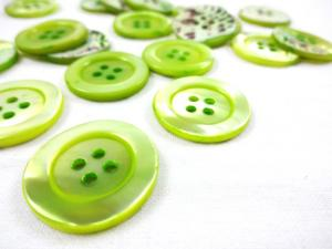 K904 Tinted Mother of Pearl Button 23 mm green
