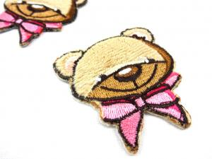 M213 Tygmärke björn med rosett rosa