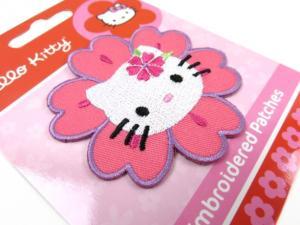 M258 Tygmärke Hello Kitty blomma