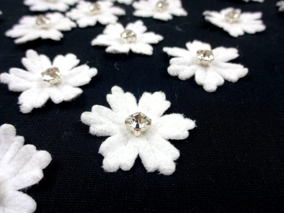 M359 Applikation Blomma med sten vit